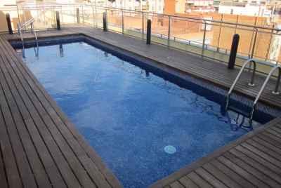 Новый комплекс с общим бассейном рядом с Sagrada Familia в Барселоне